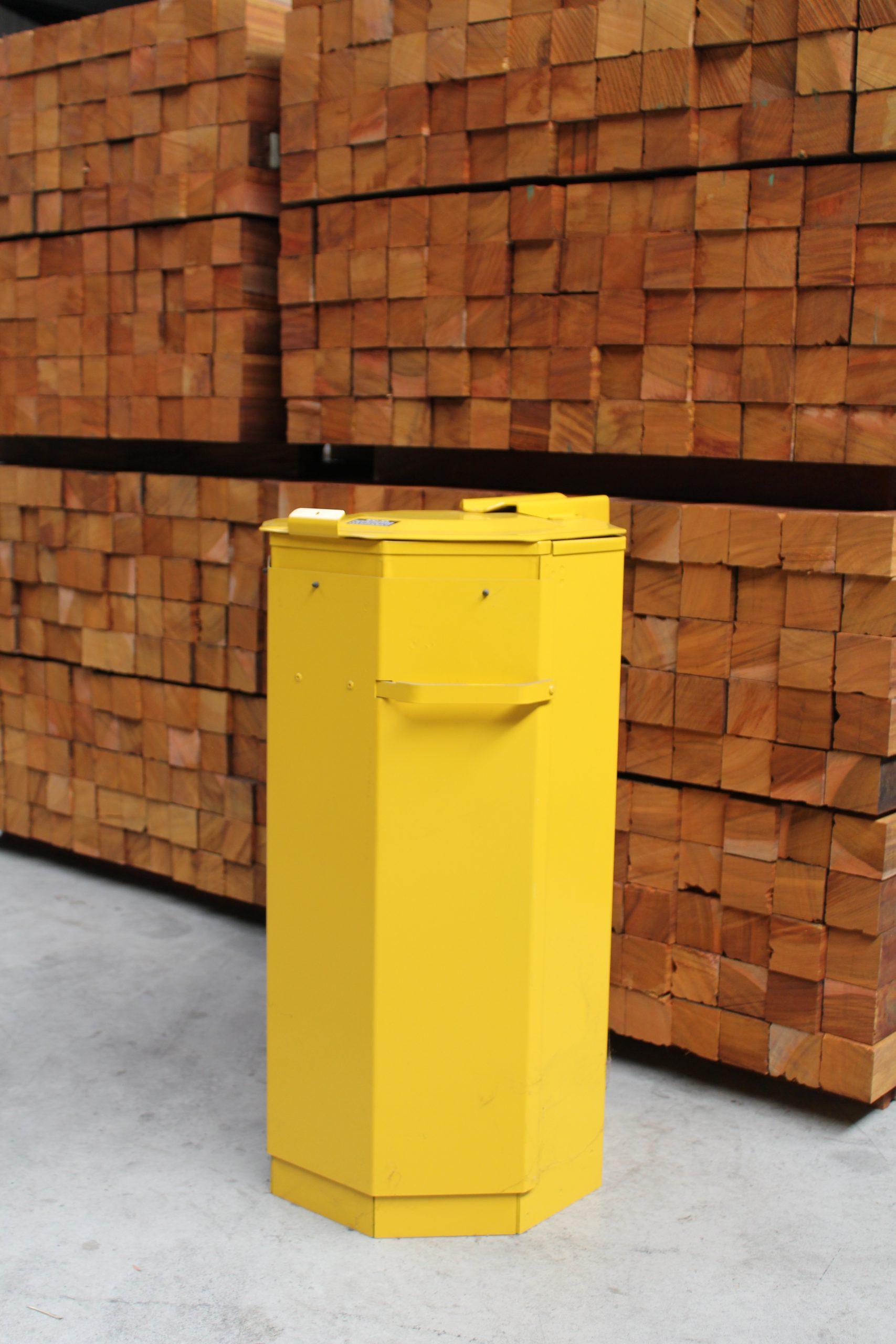 Afvalbak-met-deur-in-zelfgekozen-RAL-kleur